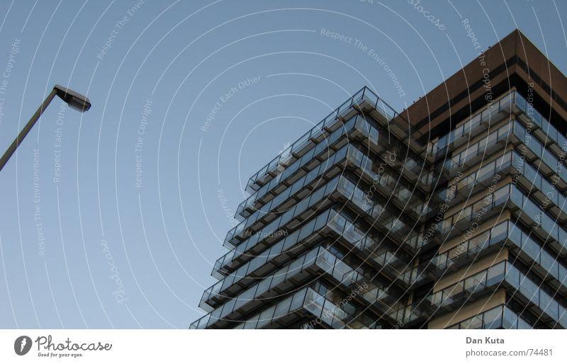 Vorsicht zerbrechlich Pt. 2 Himmel blau Haus Gebäude Glas Hochhaus Perspektive Etage edel schick Gewächshaus Kreishaus