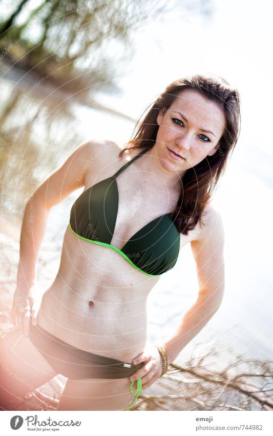 mrs. sporty Sport Wassersport Sportler Schwimmen & Baden feminin Junge Frau Jugendliche 1 Mensch 18-30 Jahre Erwachsene Sommer See Bikini muskulös dünn Erotik