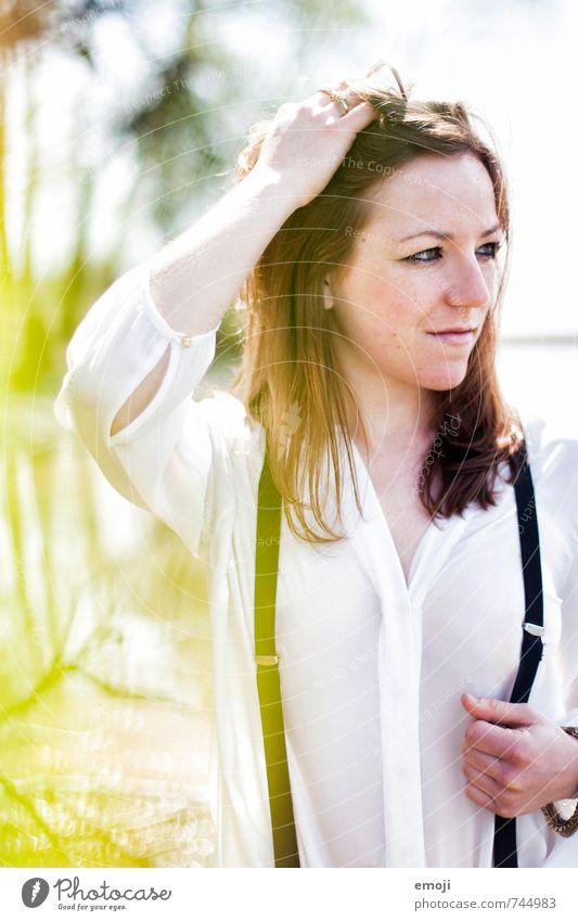 green feminin Junge Frau Jugendliche 1 Mensch 18-30 Jahre Erwachsene Frühling schön Farbfoto Außenaufnahme Tag Schwache Tiefenschärfe Porträt Vorderansicht