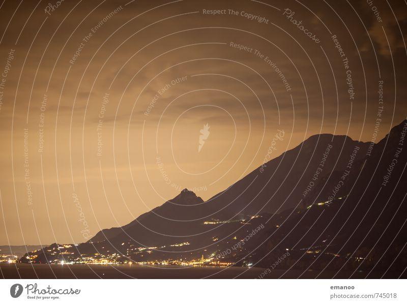 Gardaseenacht Ferien & Urlaub & Reisen Tourismus Ausflug Sightseeing Berge u. Gebirge Natur Landschaft Himmel Wolken Nachthimmel Hügel Alpen Gipfel Küste