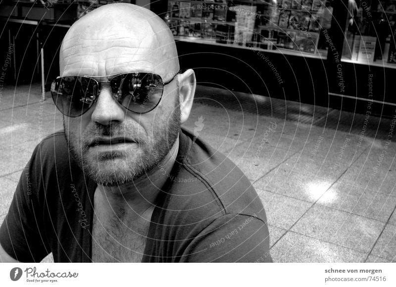 genervt Mensch Mann Sonne Coolness Brille Bart Glatze Sonnenbrille