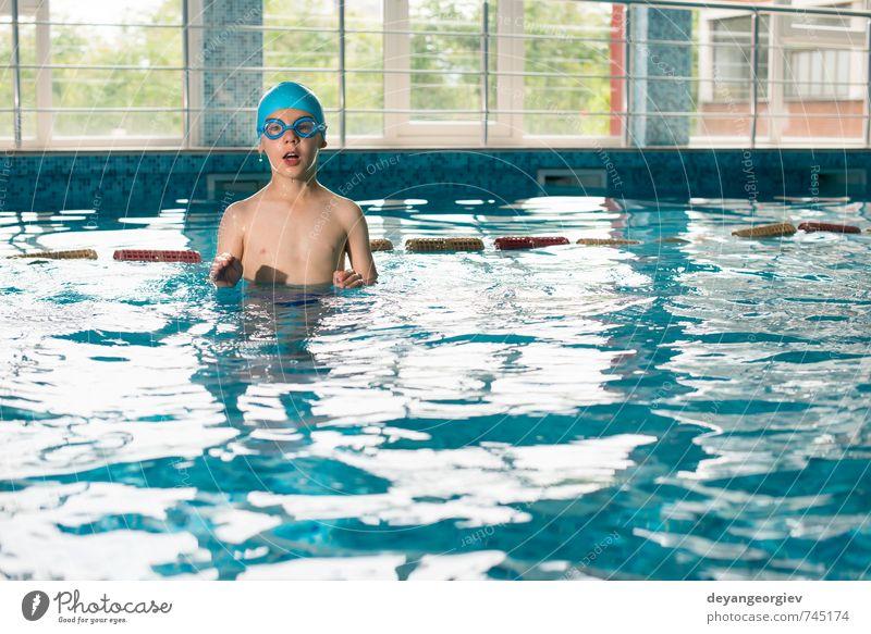 Kleiner Junge im Schwimmbad Freude Glück Freizeit & Hobby Spielen Ferien & Urlaub & Reisen Sommer Sport Kind Schule Kindheit Lächeln Fröhlichkeit klein nass