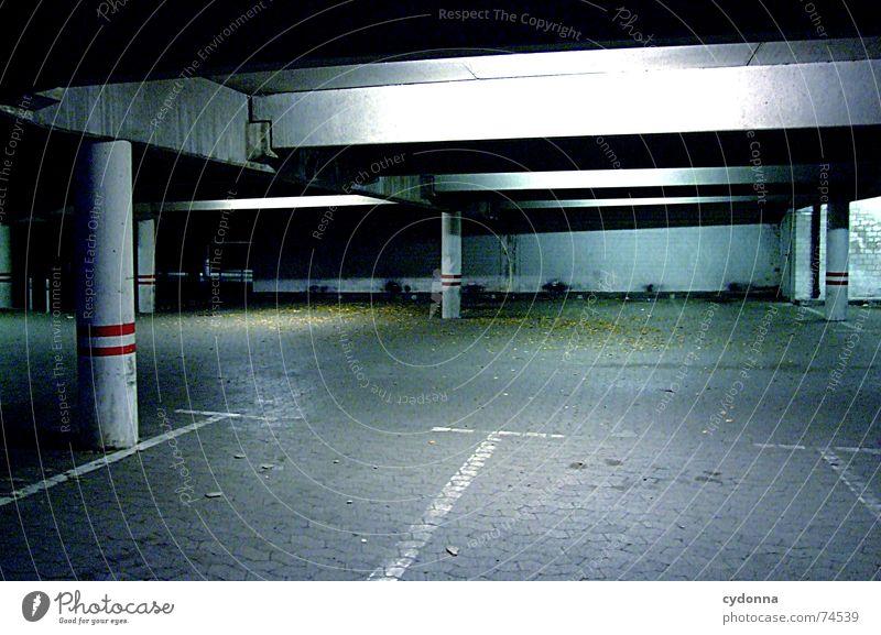 Feierabend Tiefgarage Parkhaus Parkplatz parken Problematik Auswahl unheimlich kalt ruhig Architektur Verkehrswege Schilder & Markierungen leer stadtkultur