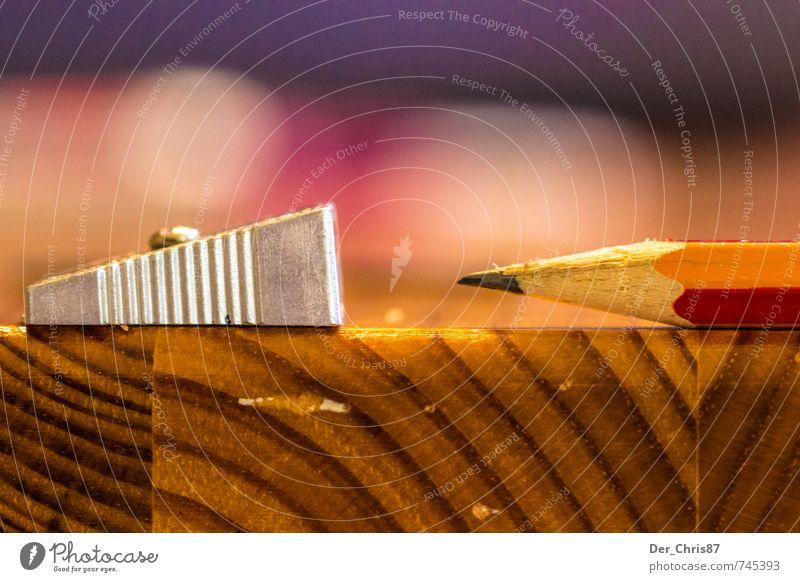 Gespitzt Basteln zeichnen Schule Büroarbeit Schreibwaren Schreibstift schreiben ästhetisch Spitze orange rot Farbfoto Nahaufnahme Makroaufnahme Menschenleer