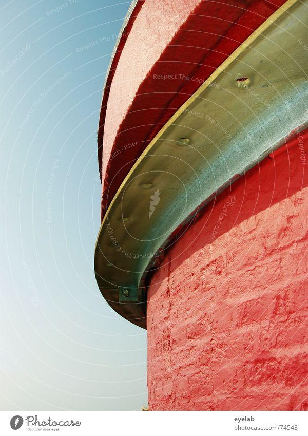 Nun mal schön rund um die Ecken ! rot weiß Himmel Sommer Stahl Gebäude links rechts Ferien & Urlaub & Reisen Arbeit & Erwerbstätigkeit Leuchtturm Schifffahrt