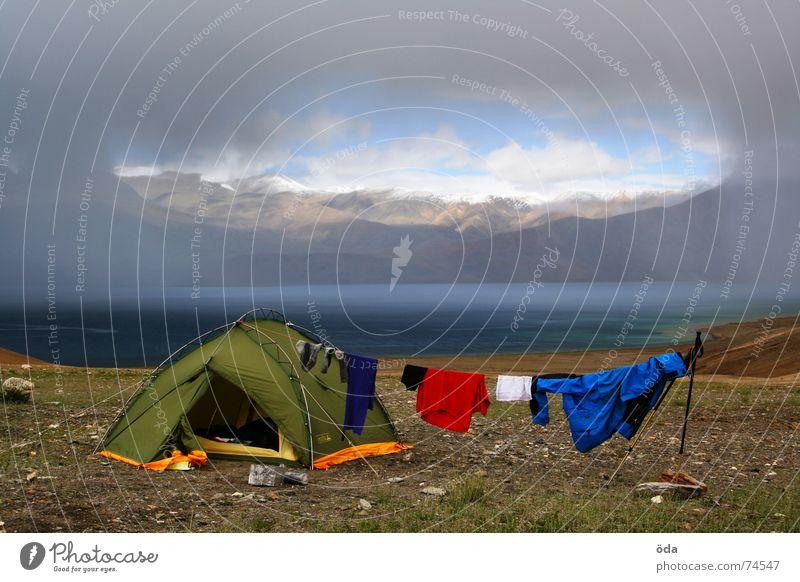 home sweet home Zelt Camping Bekleidung trocknen See Schneeberg Sturm Wolken Schlafplatz Indien Berge u. Gebirge Lager base camp