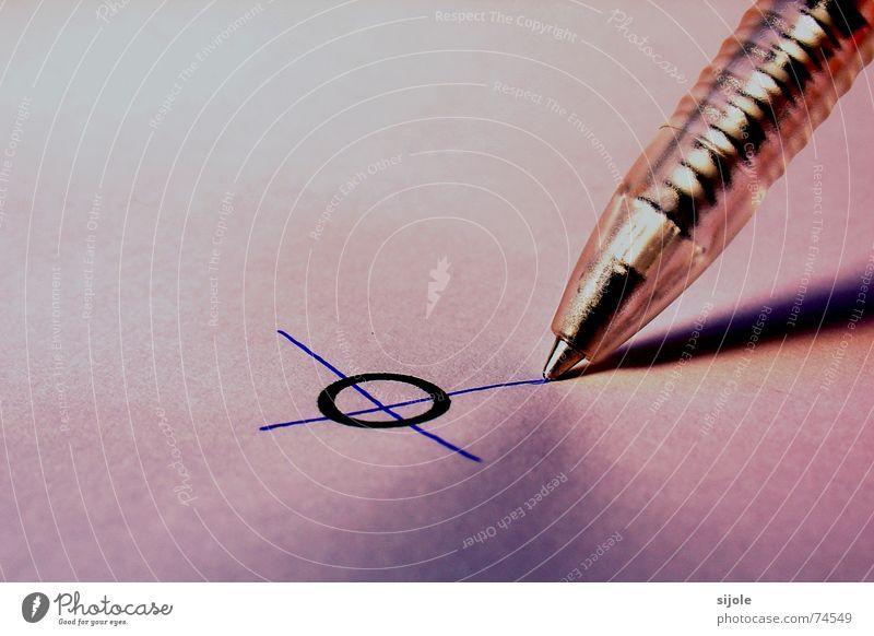 Wählerisch Kugelschreiber Schreibstift rot wählen weiß Linie Rücken kulli papiert Schatten Kreis ankreuzen wahlzettel wahltag wähler Zettel