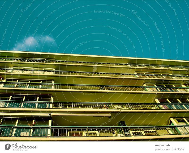 THE DAY AFTER Himmel Stadt blau Wolken Haus Fenster Leben Architektur Gebäude Freiheit fliegen oben Arbeit & Erwerbstätigkeit Wohnung Design Wetter
