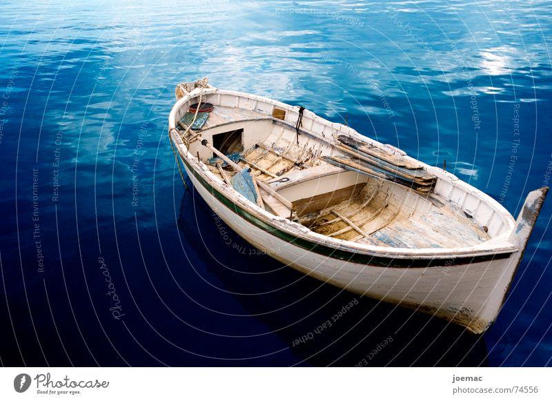 alleine und verlassen.. Wasserfahrzeug Fischerboot weiß Italien Marina di Camerota typisch Originalität Meer Ferien & Urlaub & Reisen Paddel blau Hafen holzboot