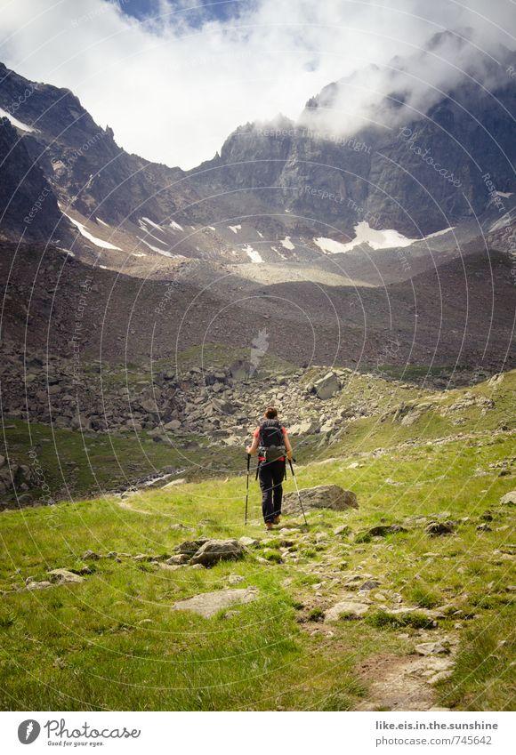 auf dem weg zu mir selbst. Frau Natur Jugendliche Ferien & Urlaub & Reisen Sommer Einsamkeit Junge Frau Erholung Landschaft Ferne Erwachsene Umwelt