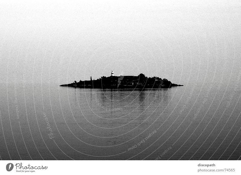Verlorener Horizont Wasser Himmel Meer Wolken Einsamkeit dunkel grau See Luft Nebel Insel Spiegel Island Leuchtturm Schweden