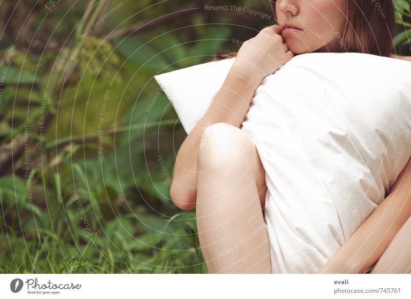 Much needed hugs II Mensch Frau Kind Jugendliche schön Junge Frau weiß Hand 18-30 Jahre Erwachsene Gefühle feminin Denken träumen Zufriedenheit 13-18 Jahre