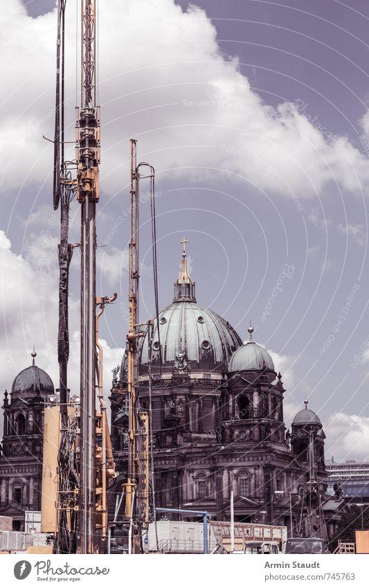 Berlin ist eine Baustelle Ferien & Urlaub & Reisen Stadt Architektur Berlin Religion & Glaube Stimmung Fassade Wachstum authentisch Kirche Baustelle planen historisch Mitte Stadtzentrum Wahrzeichen