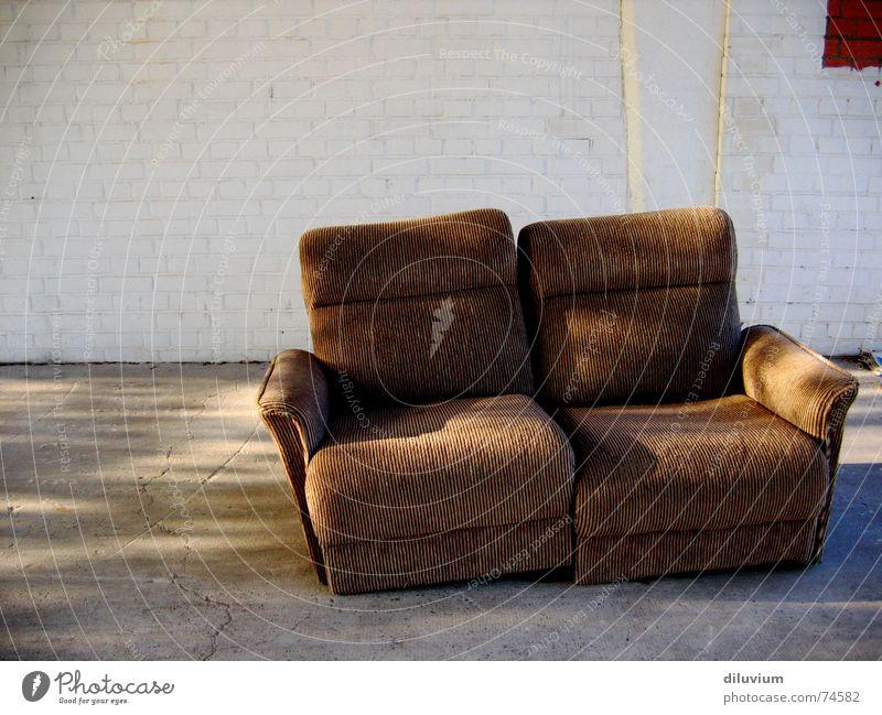 come and take a  seat Sofa Streifen gemütlich Beton Sitzgelegenheit old brown sitzen bricks Mauer
