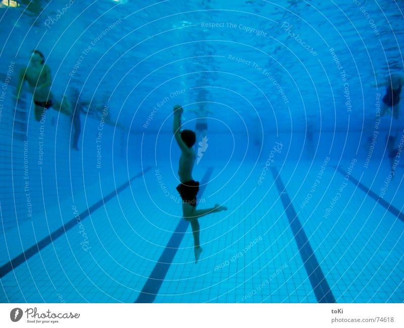 wie ein tanz Jugendliche Wasser blau Freude Sport Bewegung Freiheit Luft Tanzen frei Aktion Schwimmbad tauchen Fitness Schwimmen & Baden