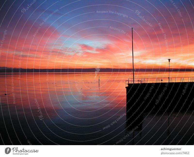 Abendrot Wasser Himmel ruhig See Küste Horizont Romantik Hafen Steg Abenddämmerung Bodensee
