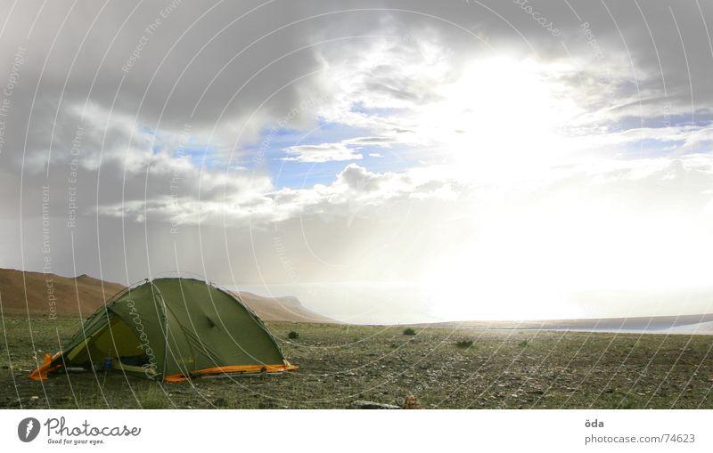 Apocalypse now #2 Zelt Camping Schneeberg Sturm Wolken Lager Schlafplatz Indien Regen wolkenreissen sonnenbündel Sonne apokalyptisch Berge u. Gebirge base camp