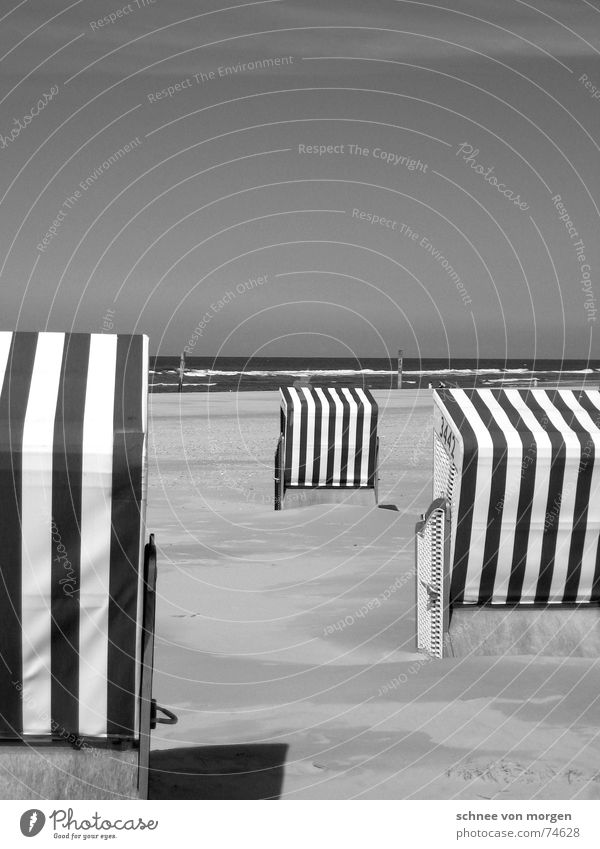 leben in s/w (1) Natur Wasser Himmel Meer Sommer Strand Ferien & Urlaub & Reisen ruhig See Sand Wellen Umwelt Streifen Richtung Nordsee Strandkorb
