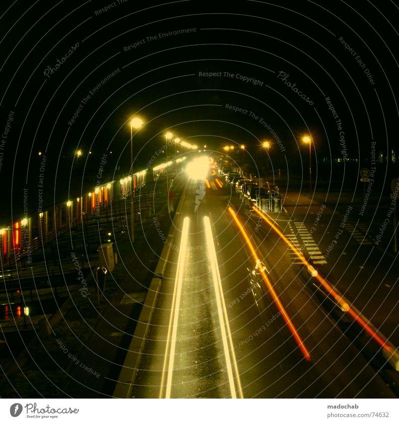 RED LIGHT DISTRICT Stadt dunkel Fenster Straße PKW Lampe Verkehr frei Pause beobachten fahren Fluss stoppen Spuren geheimnisvoll Ladengeschäft