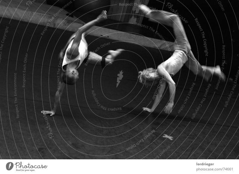 tanzperformance: egotanz Luft Performance Bühnenbild schwarz Tanzen Tanztheater Bewegung egoistisch lua virtual Mensch weis