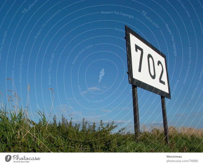 Schwarz und Weiß ! Typographie Ziffern & Zahlen Schilder & Markierungen Zeichen blau Schönes Wetter Himmel 700 Perspektive Symbole & Metaphern Wiese Rhein