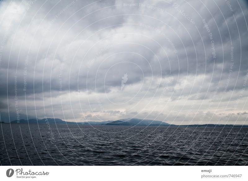 Zugersee Umwelt Natur Landschaft Luft Wasser Himmel Wolken Herbst schlechtes Wetter Unwetter Wind Sturm See dunkel kalt blau grau Farbfoto Gedeckte Farben