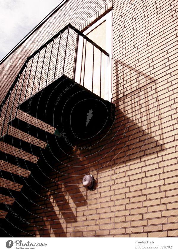 ES HAT SEIT WOCHEN NICHT GESCHNEIT Himmel Stadt Haus Leben Fenster Architektur Mauer Gebäude orange Arbeit & Erwerbstätigkeit Tür Wohnung hoch Beton Design