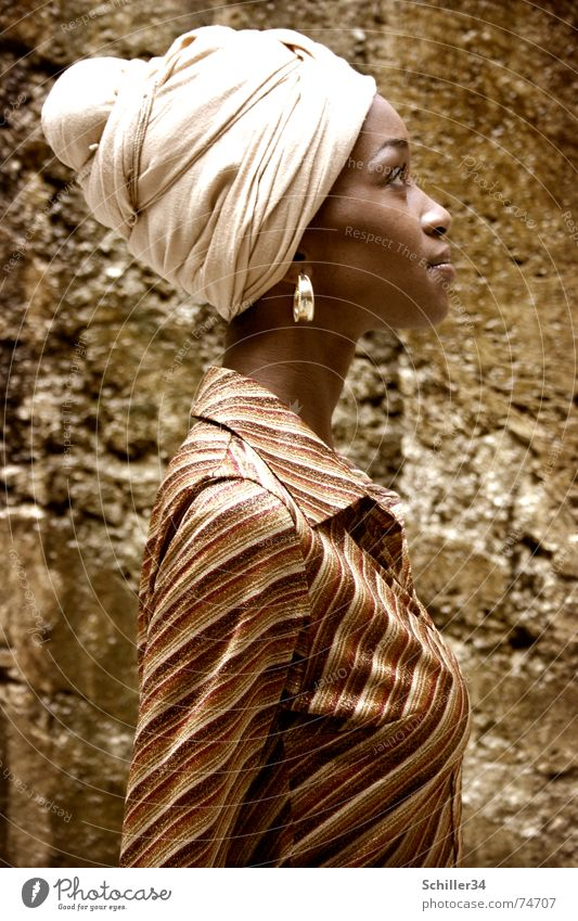 nahida Frau schön Stein braun gold Beautyfotografie Model Afrika Dame Hemd Stolz Profil Ohrringe Afrikaner Kopftuch Turban