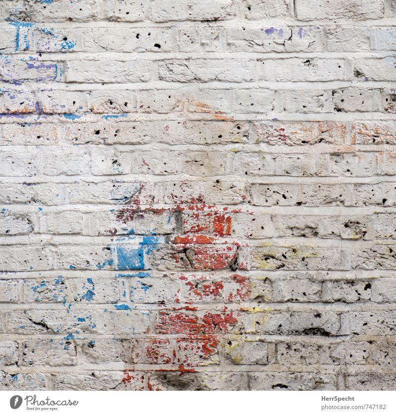 Wandgemälde Stadt blau weiß rot Haus Farbstoff Gebäude Mauer Stein ästhetisch authentisch Zeichen Ewigkeit Bauwerk Spuren