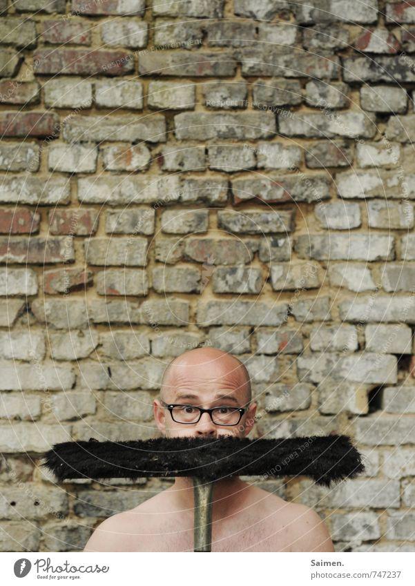 Schnurbart Mensch maskulin Mann Erwachsene Körper Haut Kopf Gesicht 18-30 Jahre Jugendliche Mauer Wand Fassade Glatze Bart Arbeit & Erwerbstätigkeit