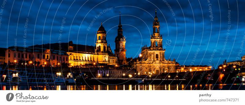 Dresden by Night Himmel Stadt blau Wasser Wolken dunkel schwarz gelb Architektur Gebäude gold Kirche Bauwerk Burg oder Schloss Schifffahrt Sehenswürdigkeit