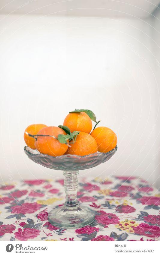 Retro Frucht Schalen & Schüsseln authentisch Gesundheit orange rot weiß Tischwäsche Stillleben Blumenmuster Farbfoto Menschenleer Textfreiraum oben