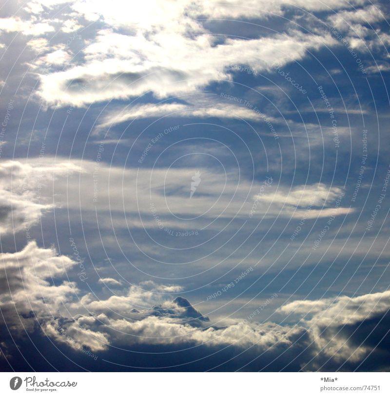 über den wolken Himmel weiß Sonne blau Sommer Wolken Ferne Freiheit Graffiti hell weich Unendlichkeit