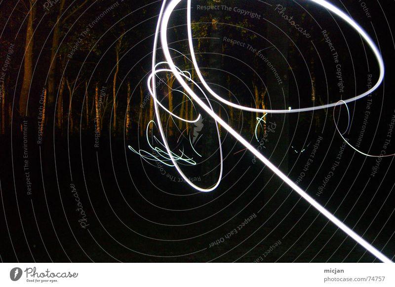 GLOW Lampe Baum Wald Linie Knoten Traurigkeit dunkel schwarz Angst unbeständig fremd durcheinander unheimlich Durchblick anonym tief Kurve schlangenförmig malen