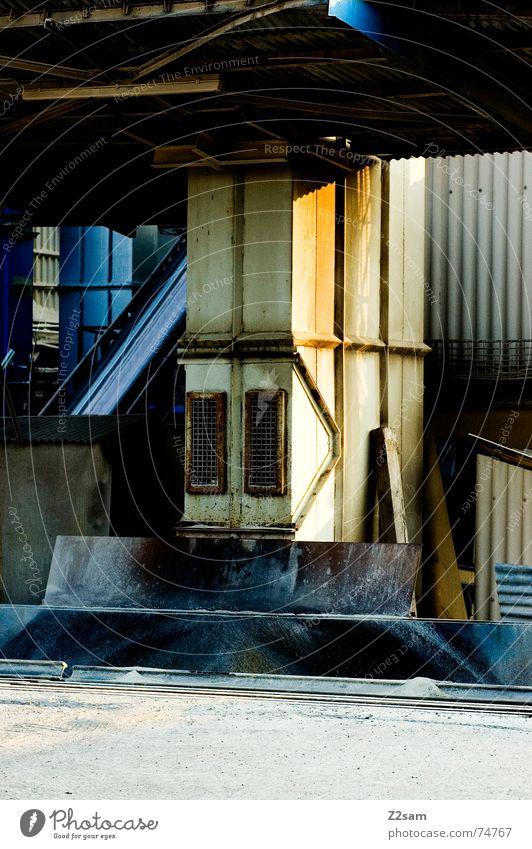 gravel gas station Kies Tankstelle Industriefotografie gelb industrial kontast Schatten Farbe Stein
