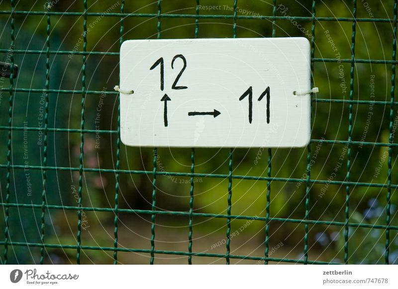 12^>11 Lifestyle Freizeit & Hobby Häusliches Leben Garten Umwelt Natur Grünpflanze Park Stadt Tür Metall Zeichen Schriftzeichen Ziffern & Zahlen