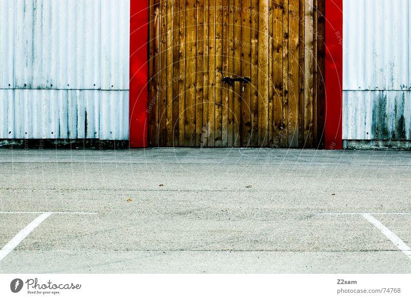 Hilfslinien Parkplatz Garage Fabrik Industriefotografie Holz rot gelb Wellblech hilfslinien Linie Tür Tor industrial Strukturen & Formen Lamelle