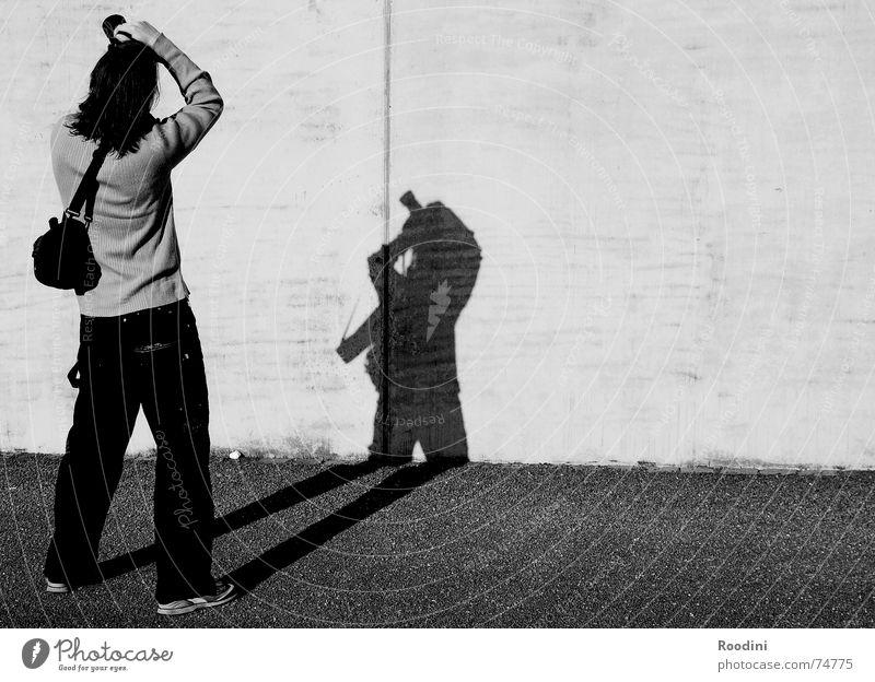 Fotoristisch Fotograf Mauer Fotografie Tasche Tourist Fotografieren Japaner Körperhaltung stehen Blick Herbst Schatten Kontrast Sonne Silhouette galle77