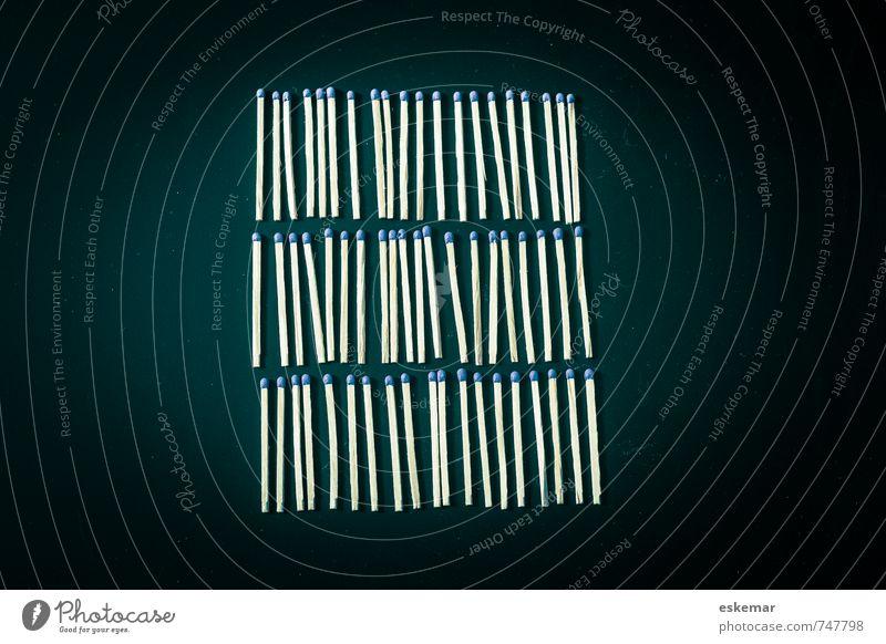 ordentlich Streichholz Linie Streifen liegen nah viele blau schwarz Ordnungsliebe Genauigkeit gleich Idee Präzision Symmetrie Gleichheit zählen Reihe sortieren