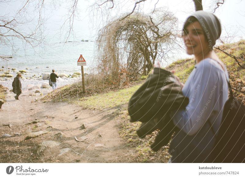 sur la mer Ferien & Urlaub & Reisen schön Wasser Meer Strand kalt Umwelt feminin Bewegung Küste lachen natürlich Glück gehen Wetter Zusammensein