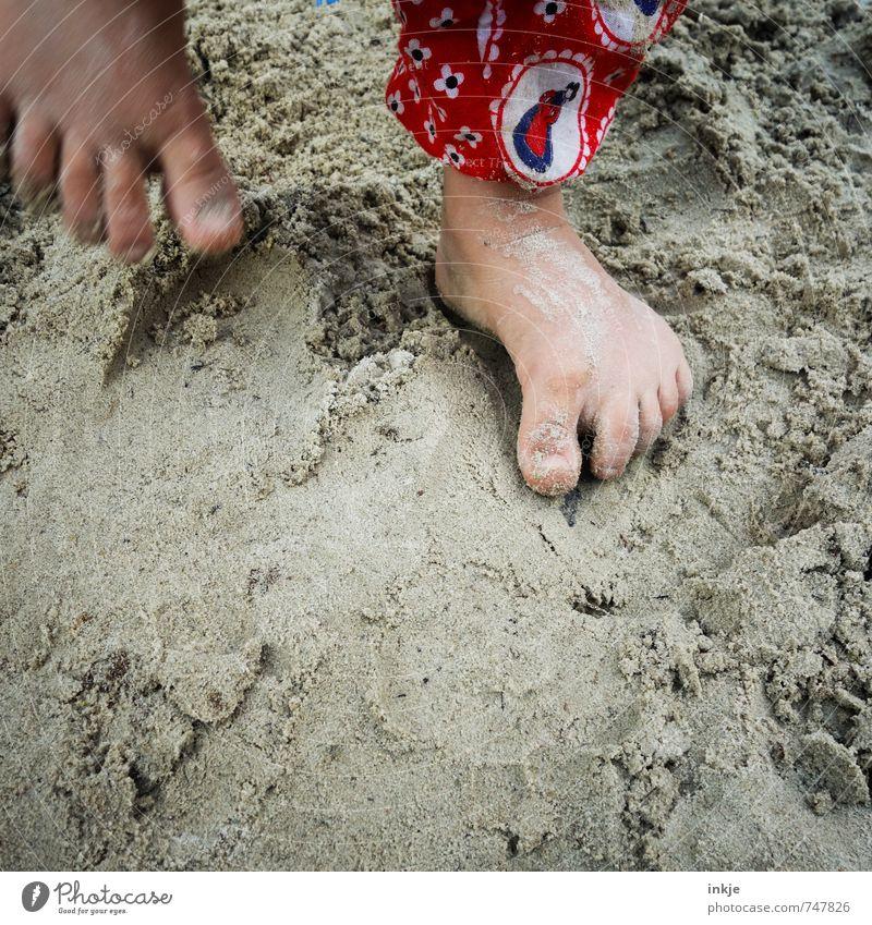buddeln VIII Mensch Kind Ferien & Urlaub & Reisen Mädchen Freude Leben Gefühle Spielen gehen Sand springen Fuß Freizeit & Hobby Lifestyle Kindheit stehen
