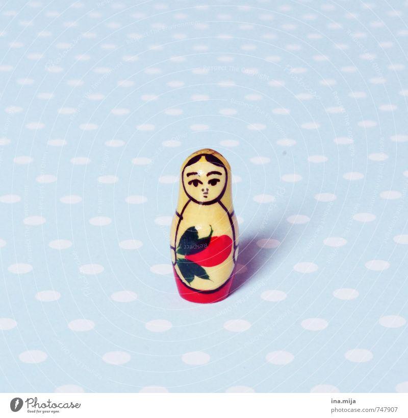Matroschka (Babuschka) blau Einsamkeit rot klein Holz Kunst Dekoration & Verzierung Kultur Kitsch Spielzeug Sammlung Puppe Russland gepunktet bemalt Souvenir