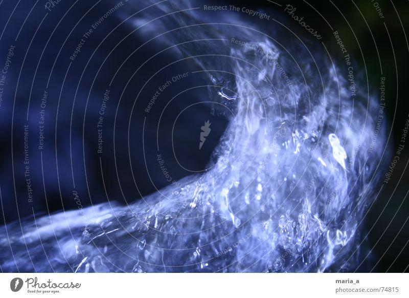 Wasser kalt Elektrizität dunkel Quelle Wasserwirbel Kühlung Kraft blau Strukturen & Formen hell Kontrast Bewegung quirlig Klarheit erfrischungm flexibel Dynamik