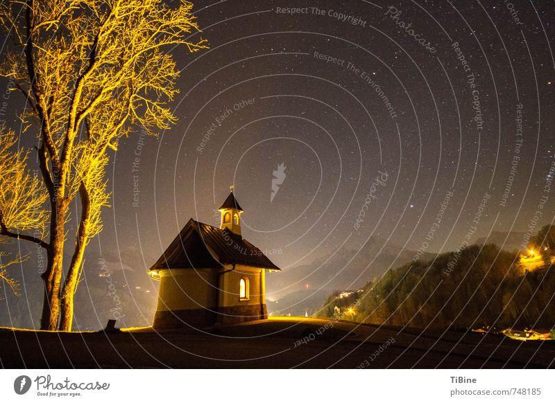 Nachthimmel über der Kapelle am Lockstein Landschaft Himmel Berge u. Gebirge Menschenleer Kirche Sehenswürdigkeit ästhetisch Stimmung Natur Farbfoto