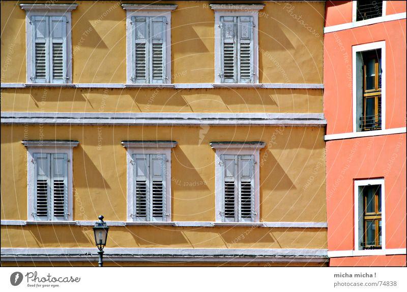 Hauswinkel rot Ferien & Urlaub & Reisen Haus gelb Fenster Linie Fassade Ecke Italien Laterne Süden Fensterladen Gardasee