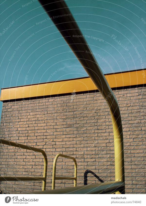 ES NIMMT MICH MIT UND GREIFT NACH MIR Haus Hochhaus Gebäude Material Fenster live Block Beton Etage Vermieter Mieter trist Ghetto hässlich Design Bürogebäude