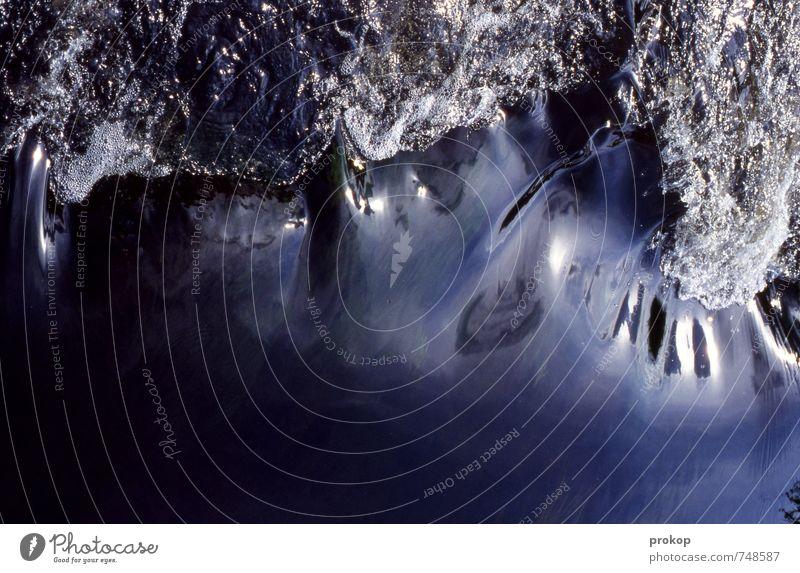 ...riverrun. Umwelt Natur Urelemente Wasser Wassertropfen Bach Fluss ästhetisch dunkel Flüssigkeit kalt natürlich Sauberkeit weich blau Lebensfreude Kraft schön