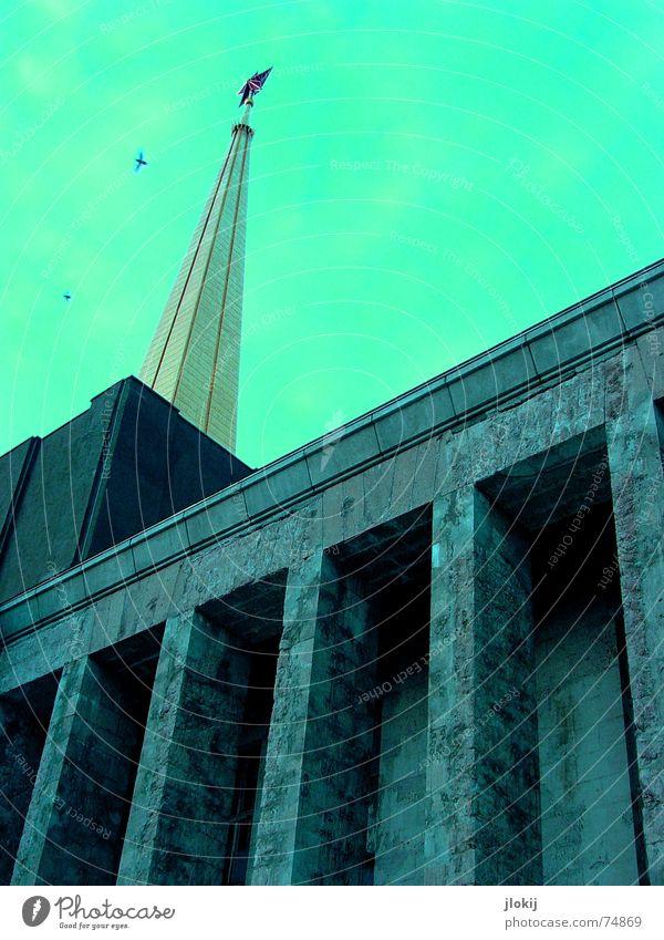 red star blau rot Haus Stein Gebäude gold hoch groß Erfolg Turm Macht Aussicht Verfall Leipzig Lagerhalle