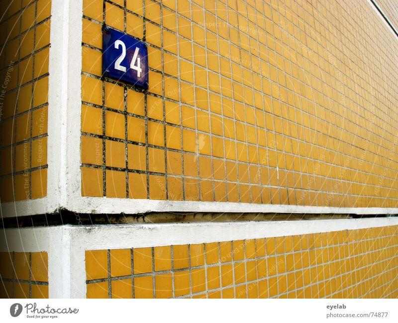 Uninformativer Funktionalismus 3 alt weiß Haus gelb Farbe Wand Fenster Mauer Gebäude braun orange Hochhaus Hoffnung Fliesen u. Kacheln sozial