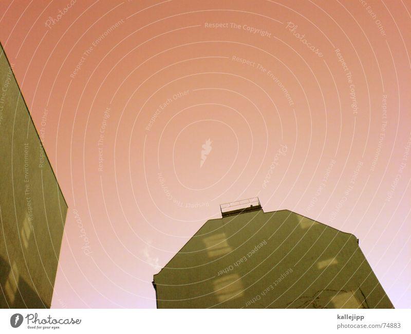 spaceship elven Handy-Kamera Haus Wand Ozon Brandmauer Astronaut Himmel Schornstein fensterlos 9:00 uhr morgens torstrasse 49 Innenhof fensterspiegelung Weltall